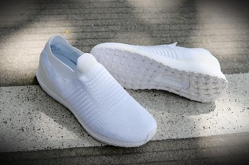 Adidas UltraBOOST Laceless All White