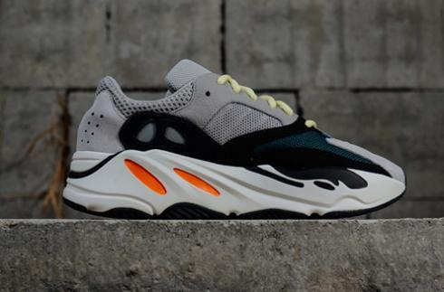 competitive price 2ef0d 3179c Yeezy Wave Runner 700 Boost Calabasas wave runner Grey Black